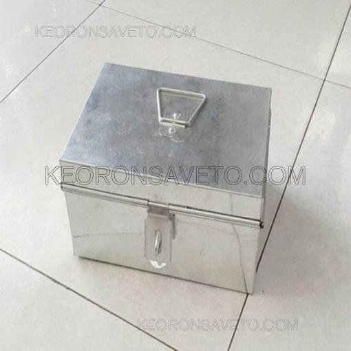 Thùng tôn nhỏ chứa keo và vật tư nhỏ lẻ thi công
